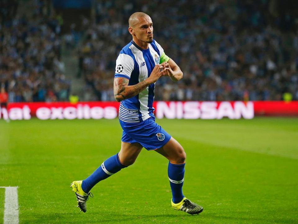 Maicon recorda passagem pelo FC Porto antes do regresso ao Dragão