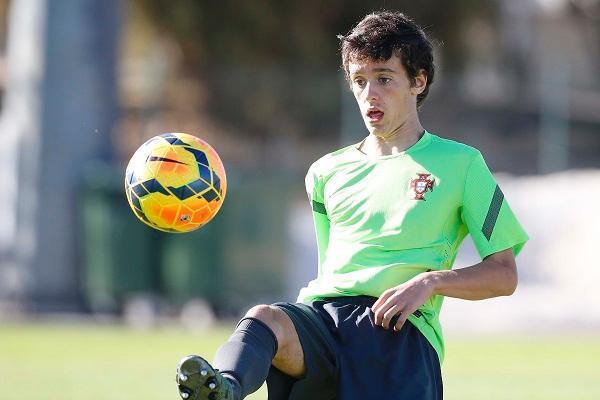 Afonso Sousa: filho e neto que já joga em nome próprio aos 15 anos