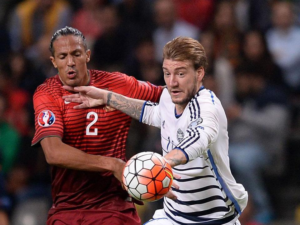 OFICIAL: Bendtner assina pelo Rosenborg