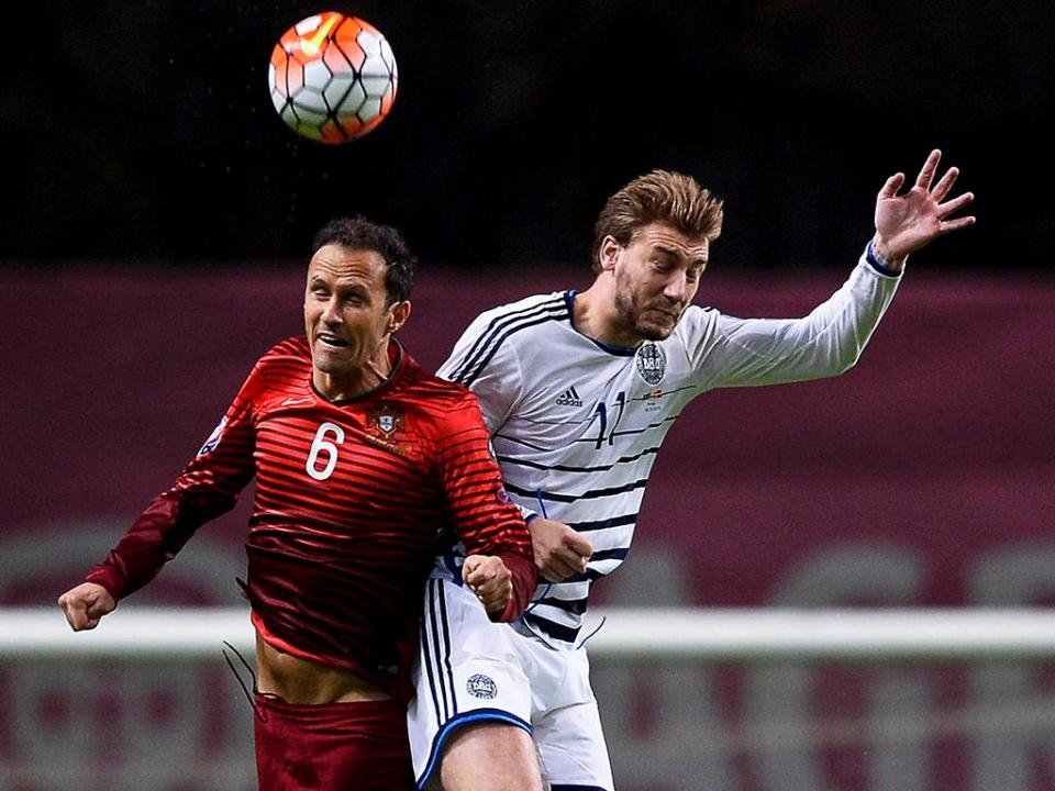 Dinamarca: Bendtner em risco para o Mundial