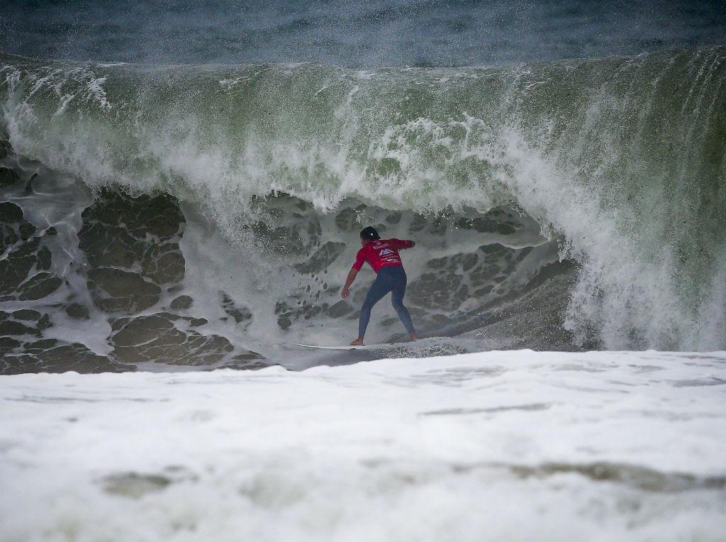 Vasco Ribeiro vence número 4 do mundo em Penice — Surf