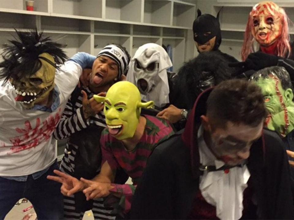 Jogadores do Barcelona pedem desculpa por brincadeira de Halloween
