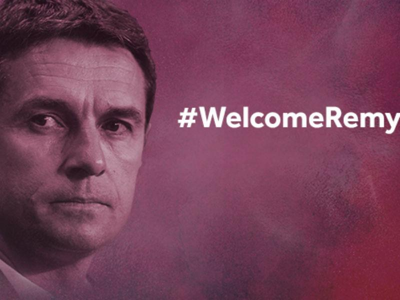 Aston Villa anuncia novo treinador mas... engana-se no nome