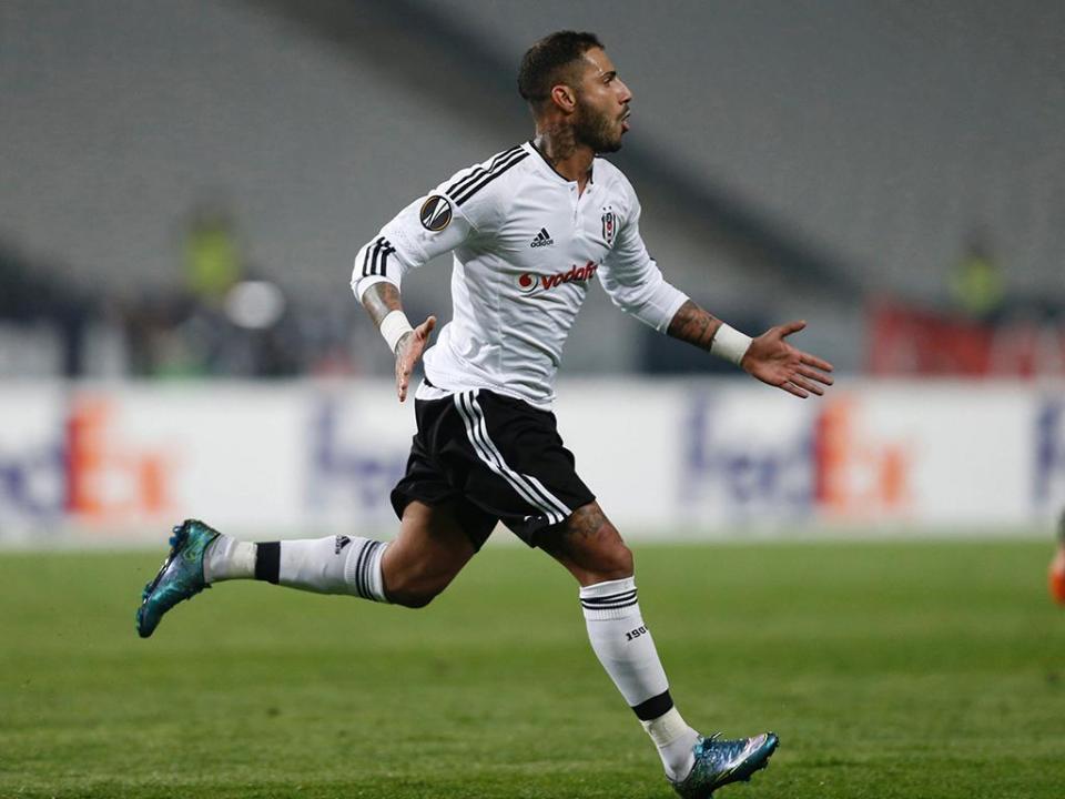 Atenção Sporting: Besiktas vence com golo no fim e volta à liderança