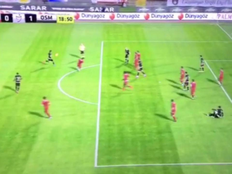 Vídeo: Tiago Pinto marcou golaço na Turquia