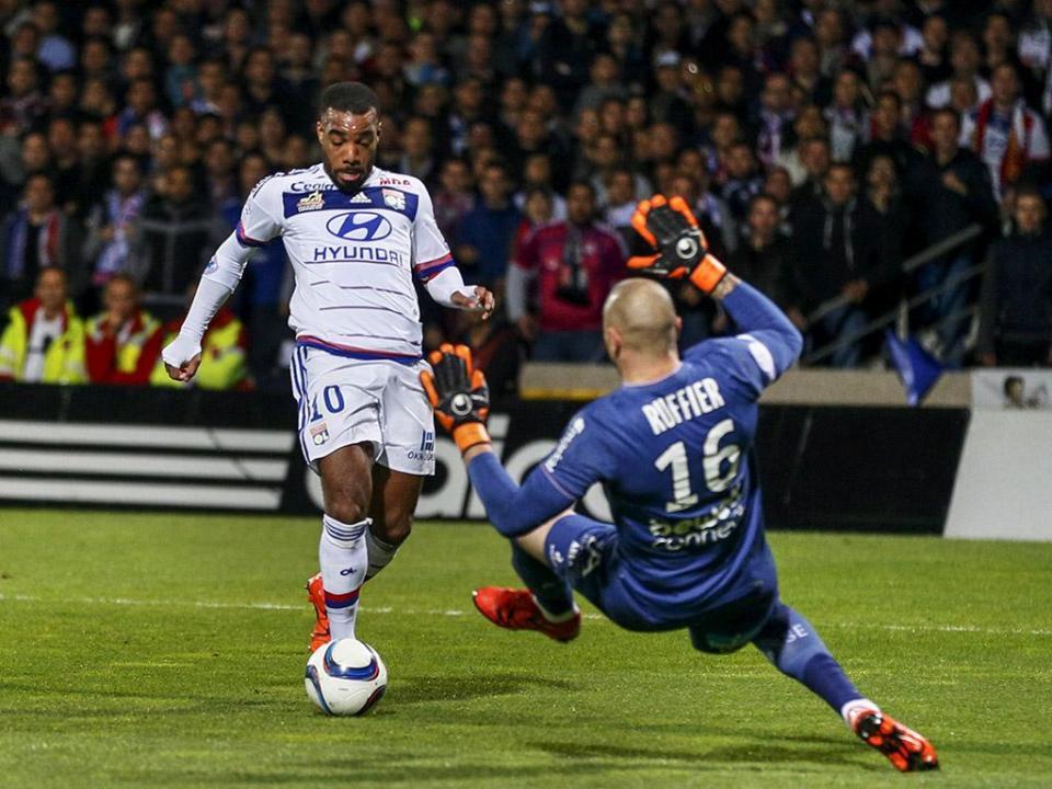 Hélder Costa estreia-se a marcar, mas Monaco perde em Bordéus