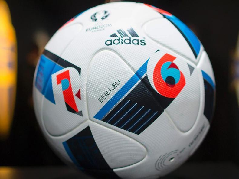 0195a561034af Zidane apresentou a bola oficial do Euro 2016
