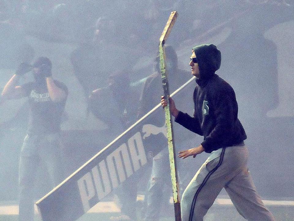 VÍDEO: adeptos do Olympiakos provocam caos no Pireu