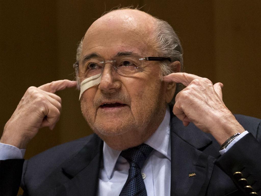 Blatter defende Ronaldo: «Por que se ataca sempre o futebol?»