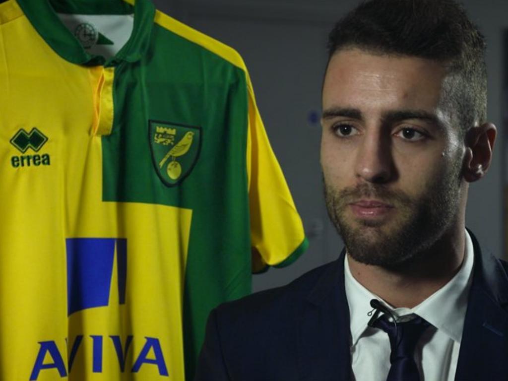 Inglaterra: Norwich, com Ivo Pinto, em frente na Taça da Liga