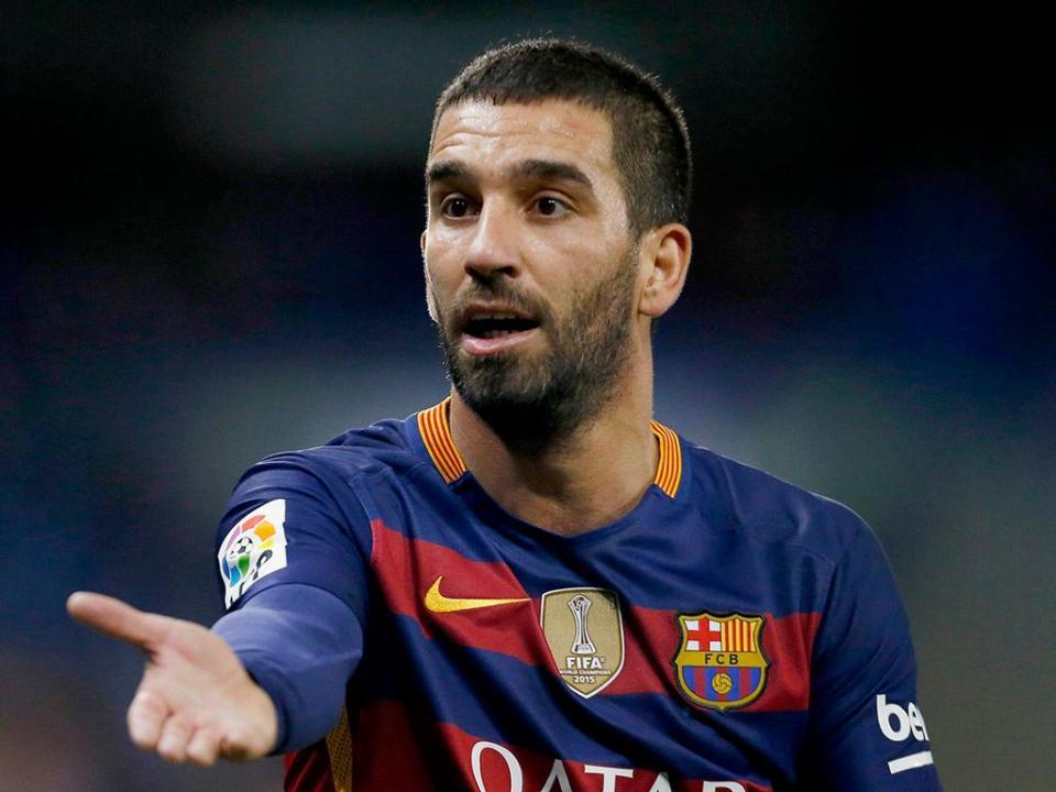OFICIAL: Barcelona empresta Arda Turan dois anos e meio
