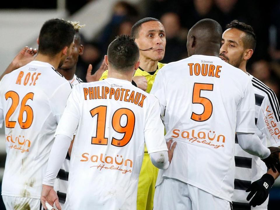 França: Lorient, com Cafú, perde playoff e desce à II Liga
