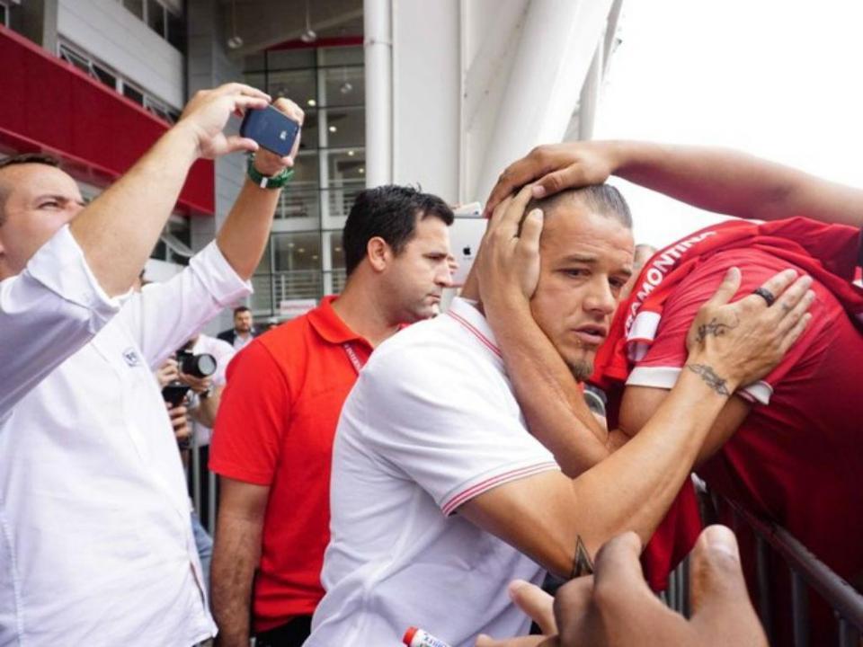 VÍDEO: D'Alessandro expulso por cabeçada involuntária ao árbitro