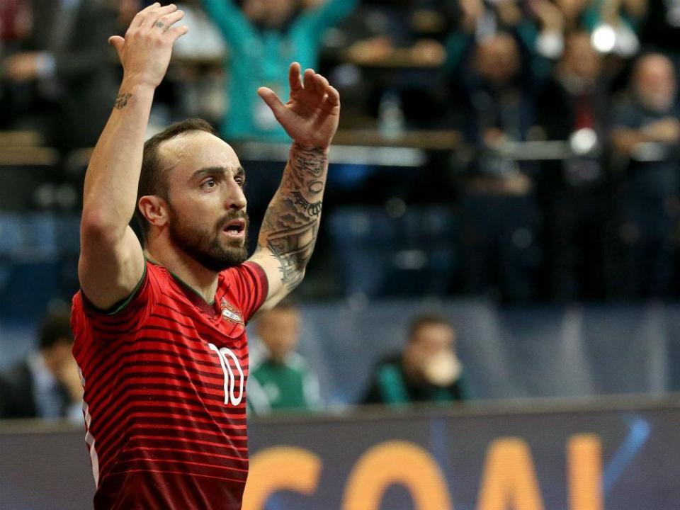 Futsal: Ricardinho marca «de letra» e Portugal entra a ganhar no Euro