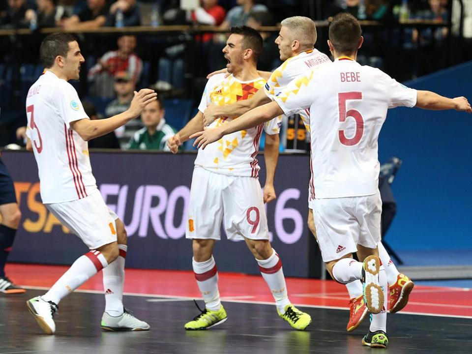 Europeu futsal  jogadores em perigo de exclusão para a final ... a9537837e1ac2