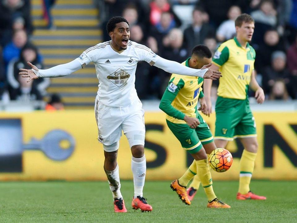 Inglaterra: Swansea contrata Leroy Fer