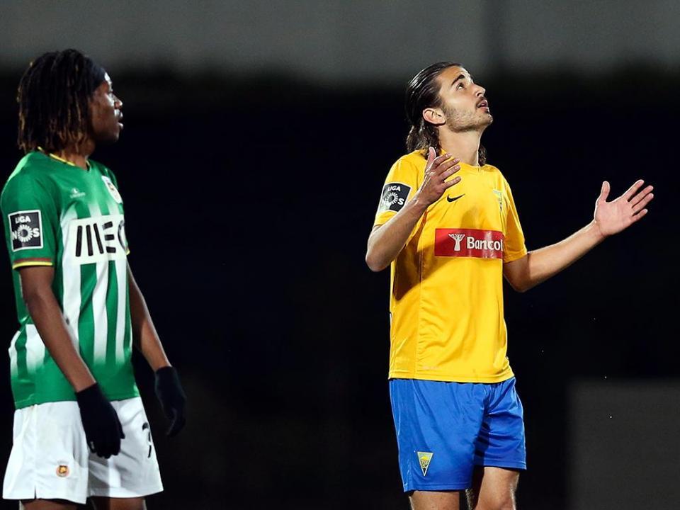 Estoril: Mattheus Oliveira chega em definitivo