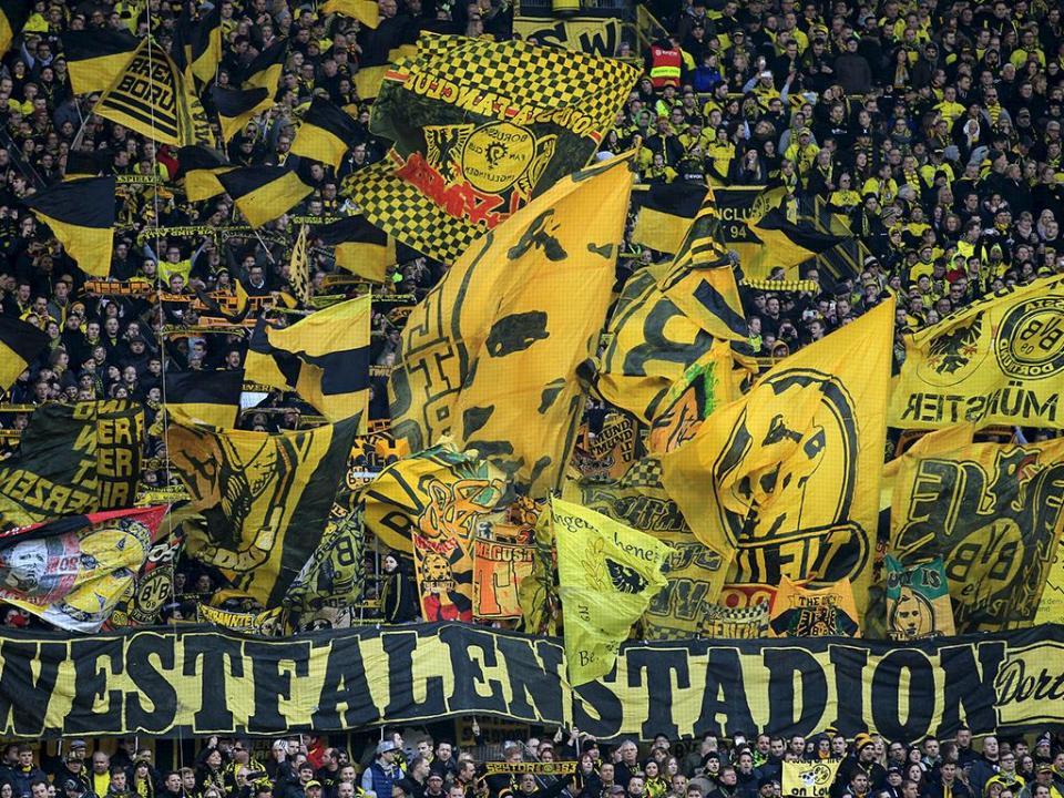 B. Dortmund: 15 mil adeptos em protesto com jogo à segunda-feira