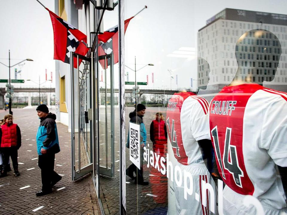 OFICIAL: estádio do Ajax passa a ter nome de Cruyff