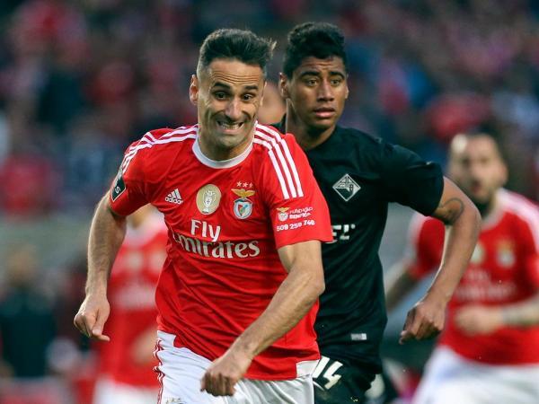 Benfica: irmão de Jonas revela contacto do Barcelona