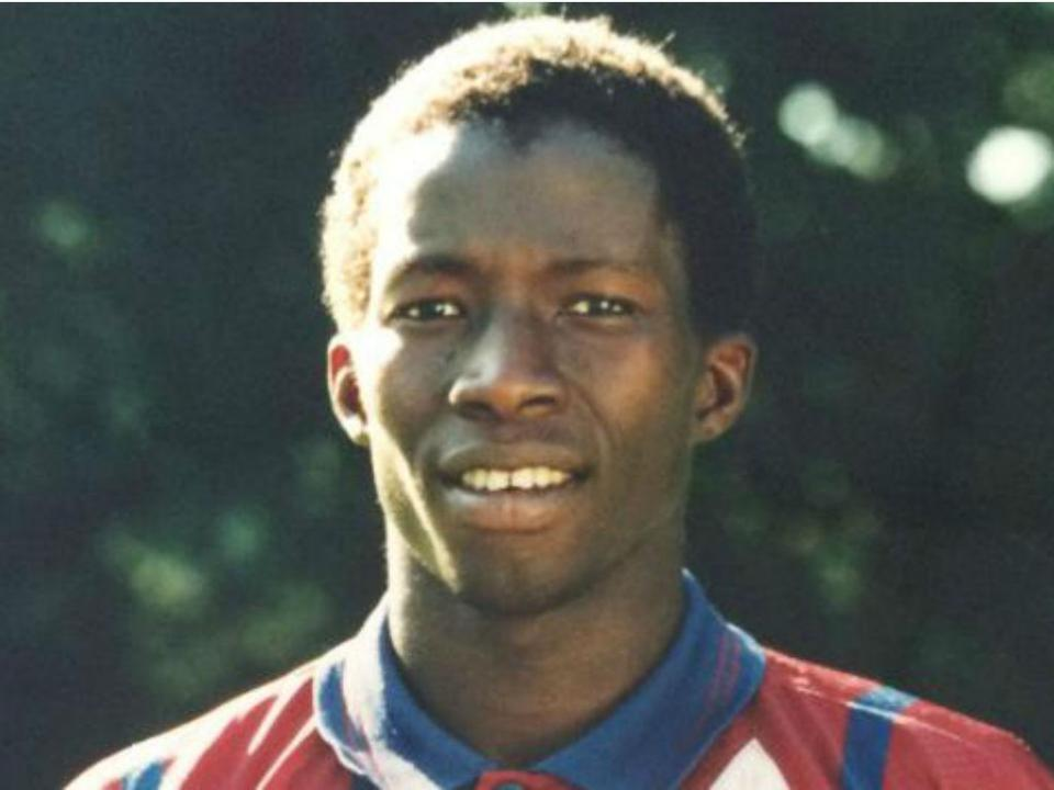 Foi colega de Zidane, virou sem-abrigo e morreu na rua