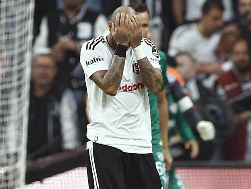 Turquia: Besiktas perde Supertaça aos 90' na estreia de Pepe