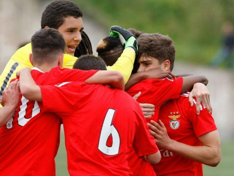 Benfica vence Sporting em iniciados