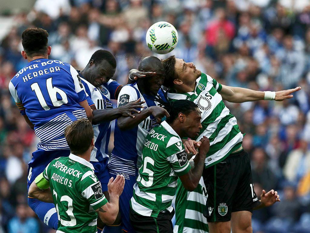 FC Porto vence Sporting e sobe à liderança da I Liga