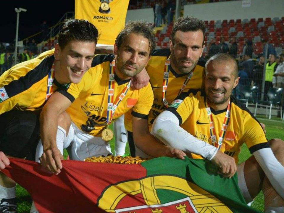 Quatro portugueses no campeão inédito do desenrascanço