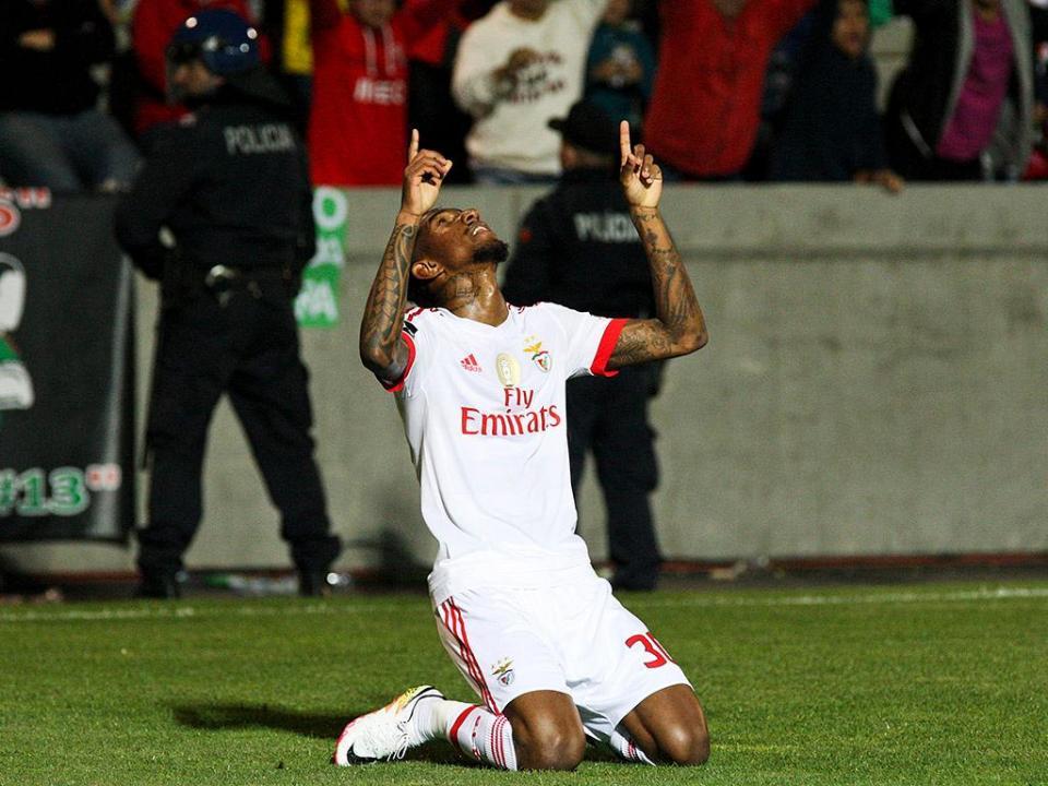 Benfica: Talisca nem no banco contra o Torino