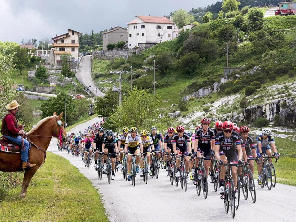 Giro: Dumoulin arrasa concorrência e é o novo líder da geral