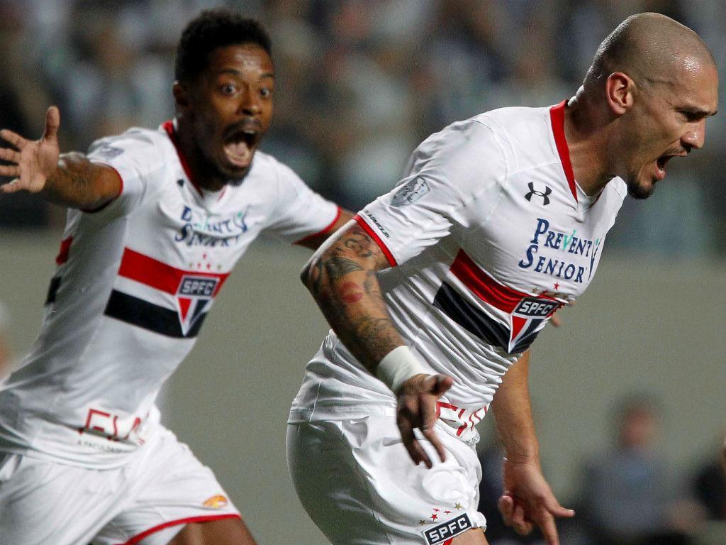 São Paulo admite: Maicon (ex-FC Porto) perto do Galatasaray