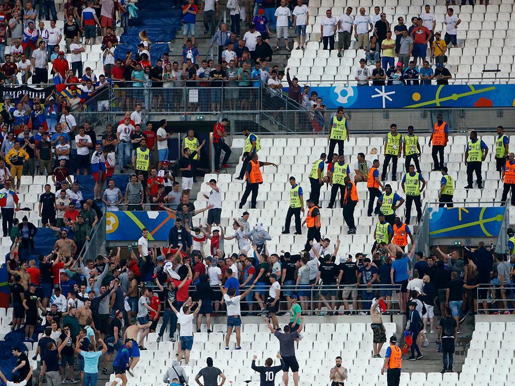 Detido adepto russo que atacou adeptos ingleses no Euro 2016