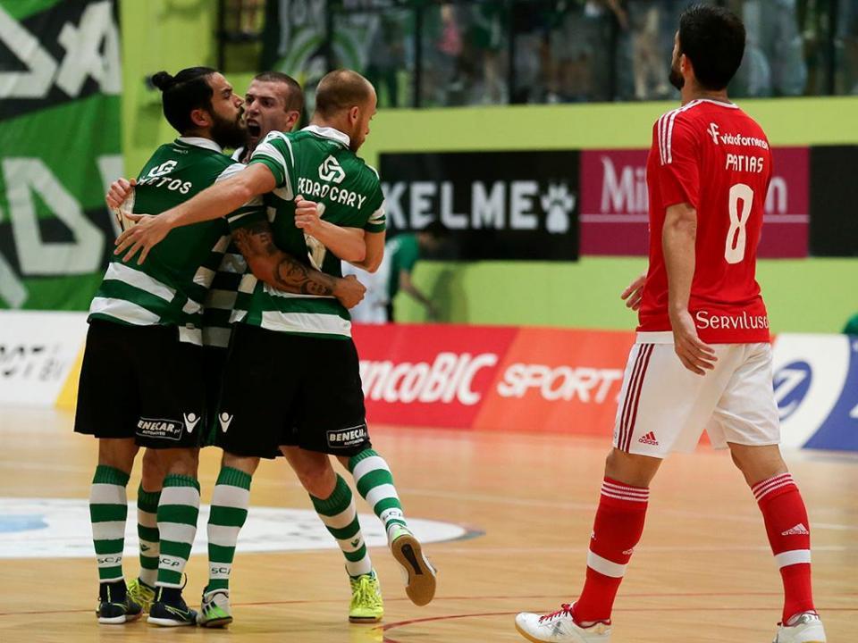 Futsal  Sporting vence Benfica e está a uma vitória de ser campeão ... 973525a3cdd19