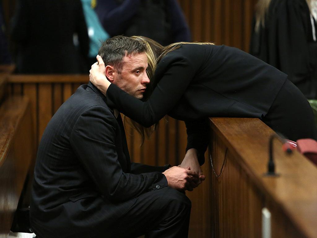 Oscar Pistorius ficou ferido em rixa na prisão