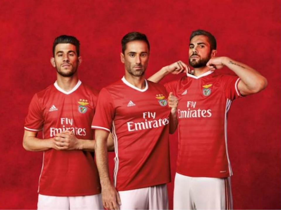OFICIAL  Benfica revela os novos equipamentos  03fef1a14660c