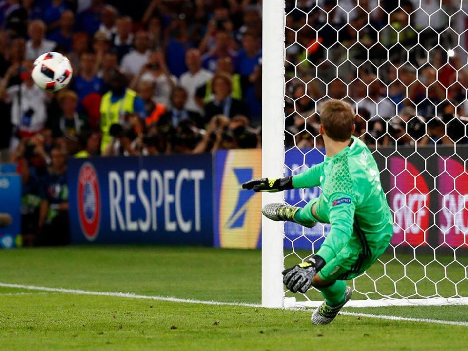 Neuer vai falhar os dois últimos jogos do Bayern esta época