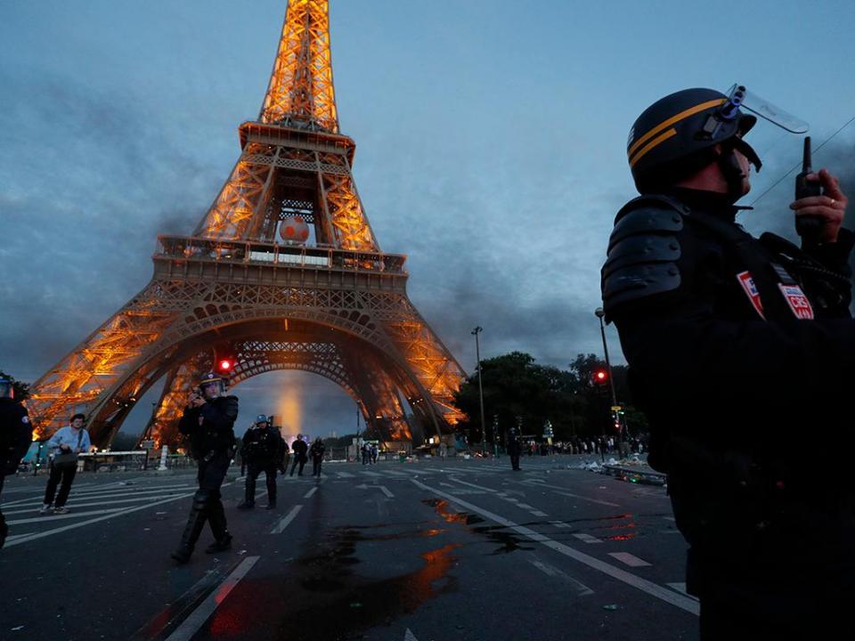 Mundial: Torre Eiffel encerra na final «por razões de segurança»