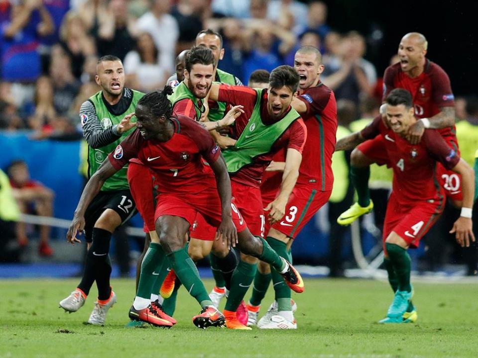 FOTO: Eder reagiu à conquista da Liga das Nações... à sua maneira