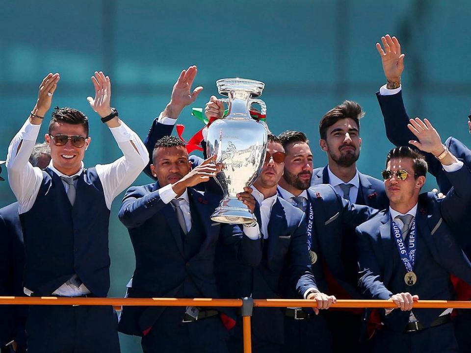 Petição para a Seleção Nacional ir ao Porto com a Taça