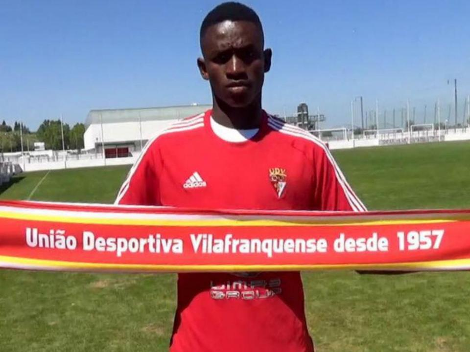 Benfica empresta Alfa Esteves ao Vilafranquense