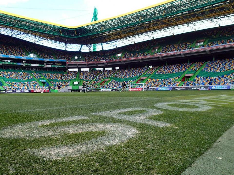 Alvalade cantou o hino e jogadores do Sporting jogam com nome em braille