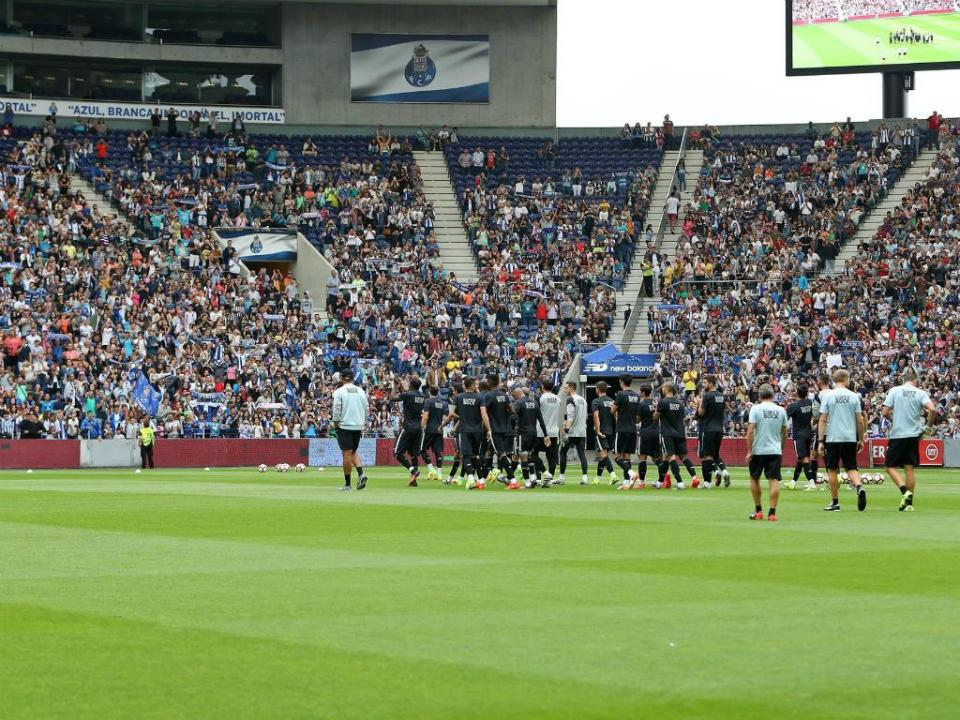 Liverpool questiona UEFA e FC Porto por causa dos bilhetes do Dragão ... 2eb7c88ba9745