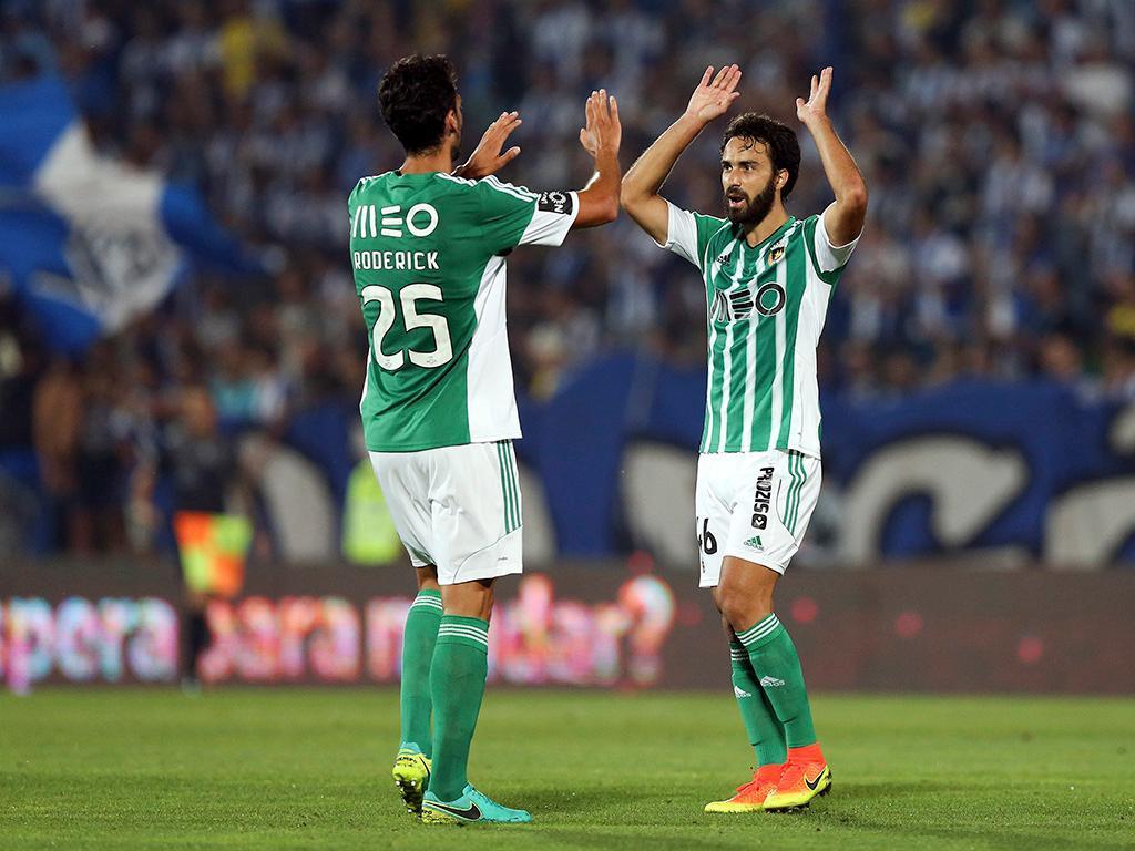 Sporting tenta reforçar-se com Marcelo e Raphinha já em janeiro