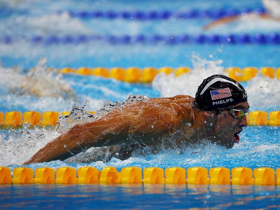 VÍDEO: um dos recordes mais antigos de Phelps é agora de Clark Kent