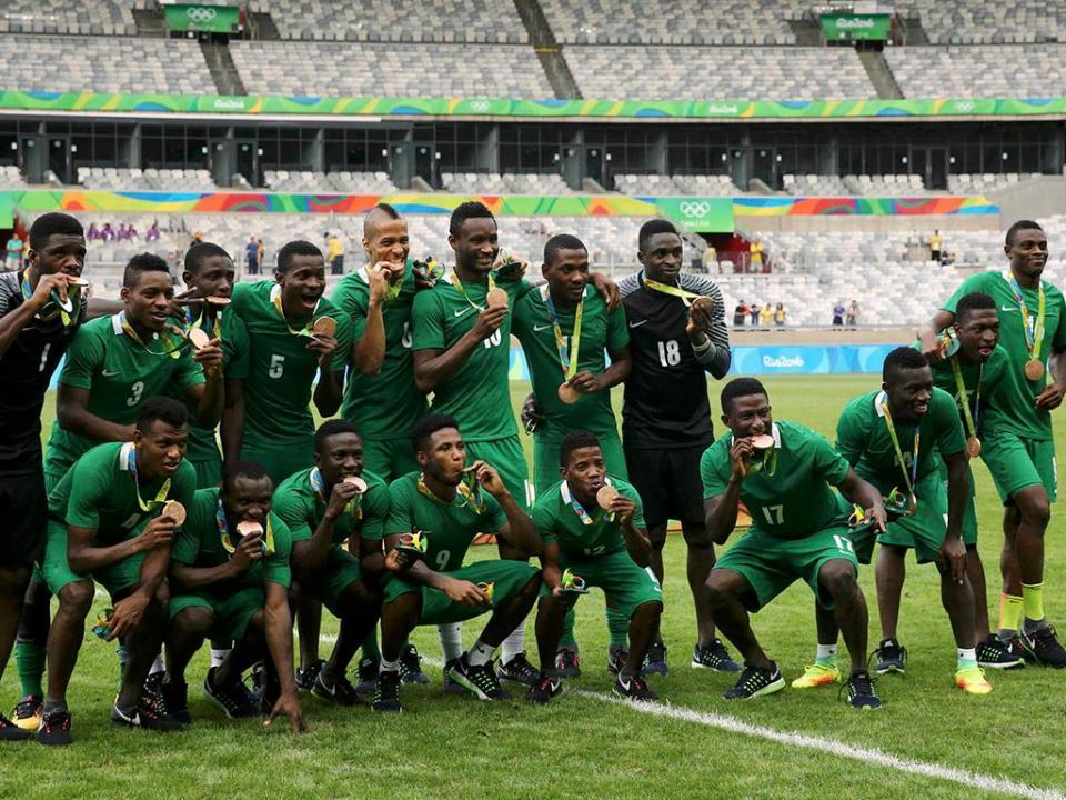 OFICIAL: Nigéria renova com o selecionador até 2020