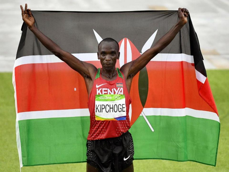Atletismo: Kipchoge bate recorde mundial da maratona