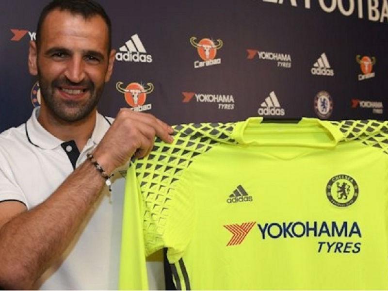 OFICIAL: Eduardo renova por uma época com o Chelsea