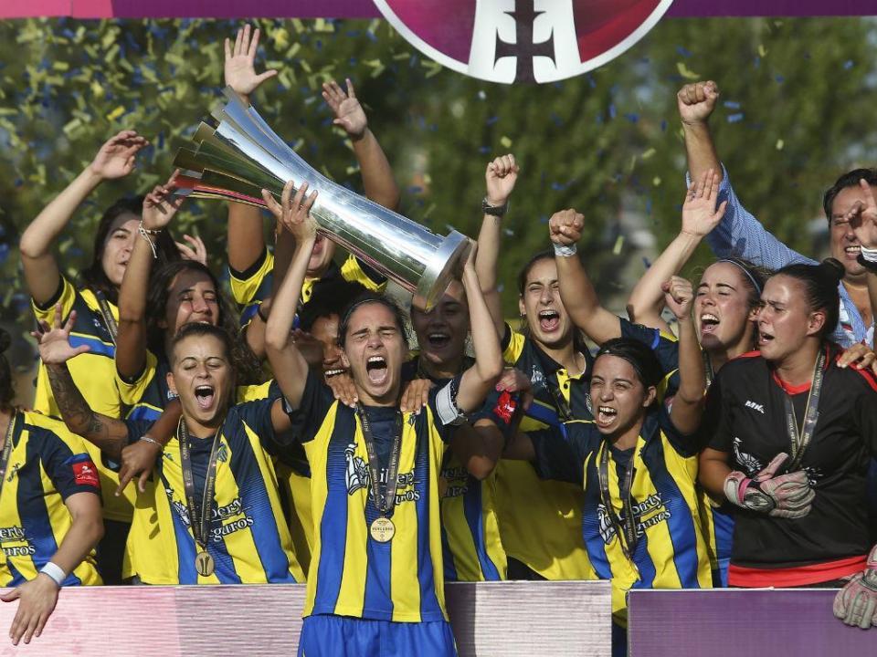 790bb2adc6 Valadares Gaia vinga derrota na Taça de Portugal e vence Supertaça ...