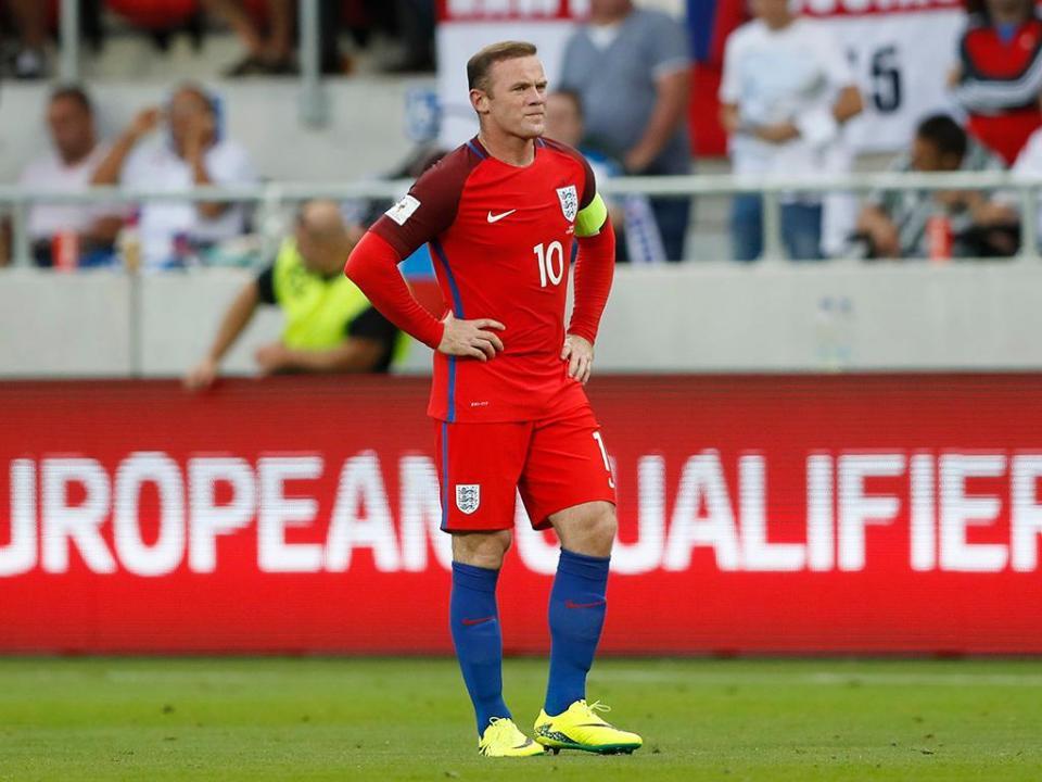 Rooney regressa à seleção para ser homenageado